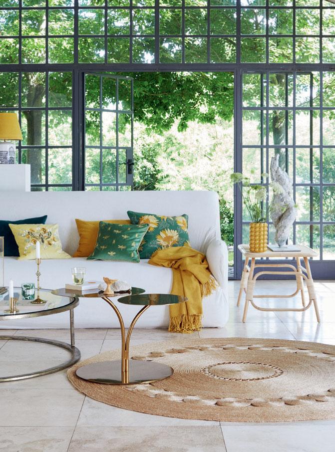 Gün ışığı bol ve renkli oda