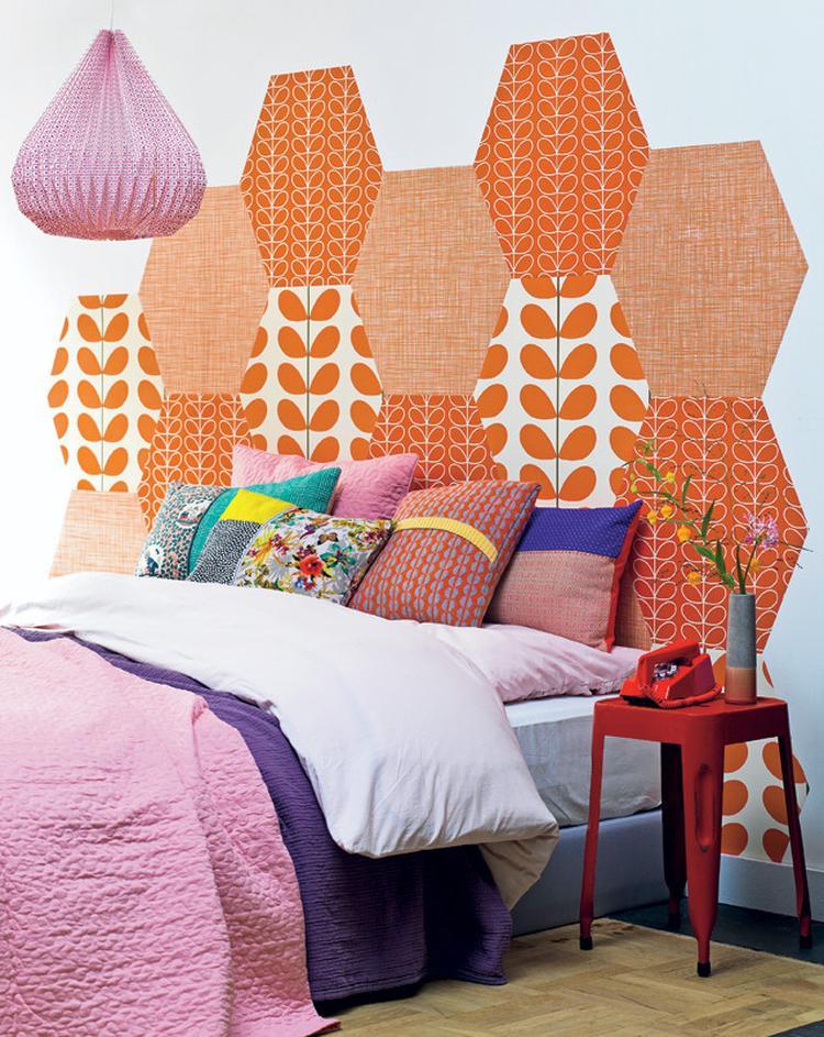 Duvar kağıdı ile yatak başı yapılışı