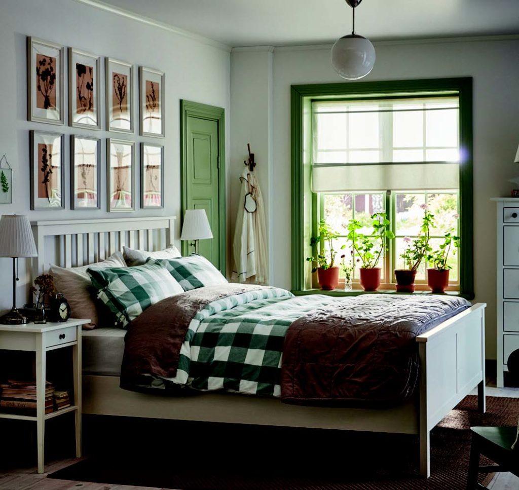 Tablolar ile kiralık ev dekorasyonu
