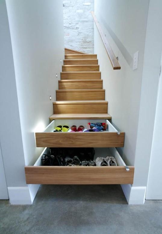 Dar odalar için gömme merdiven çekmeceleri