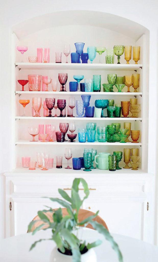 Renkli bardaklarla dekorasyon