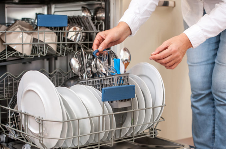 bulaşık-makinesine yerleştirmeyi unutmamanız gereken şeyler
